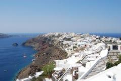 Vista del villaggio di Oia in Santorini fotografie stock libere da diritti