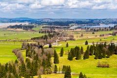 Vista del villaggio e del paesaggio di Fussen dal castello di Schloss Hohenschwangau, Baviera, Germania Fotografia Stock Libera da Diritti