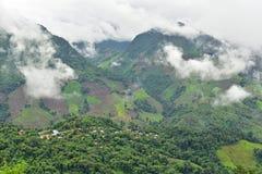 Vista del villaggio sulla montagna Immagine Stock Libera da Diritti