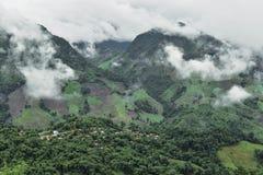 Vista del villaggio sulla montagna Fotografie Stock Libere da Diritti