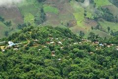 Vista del villaggio sulla montagna nel distretto di Pua Immagine Stock Libera da Diritti