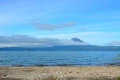 Vista del volcán de Kuril Fotos de archivo libres de regalías