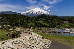 Vista del vulcano di Villarrica da Pucon fotografie stock