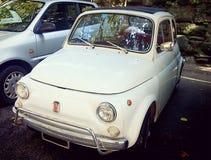 Vista delantera blanca de Fiat 500 Fotos de archivo