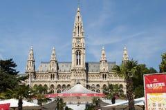 Vista delantera de ayuntamiento de Viena imagen de archivo