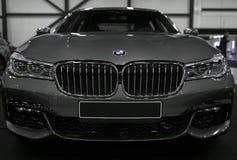 Vista delantera de BMW 750 G11G12 7 series Detalles del exterior del coche fotografía de archivo