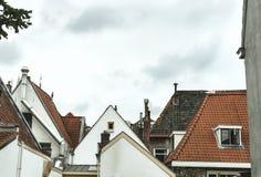 Vista delantera de casas holandesas viejas imagen de archivo