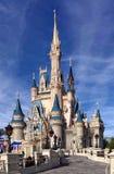 Vista delantera de Cinderella Castle en Walt Disney World Imagen de archivo libre de regalías