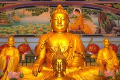 Vista delantera de la estatua de buddha Foto de archivo libre de regalías