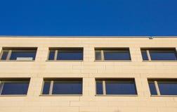 Vista delantera de la fachada de piedra moderna en Bozen Bolzano Imágenes de archivo libres de regalías