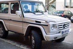 Vista delantera de la G-clase blanca de Mercedes-Benz Imagen de archivo libre de regalías