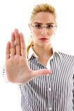 Vista delantera de la hembra que pide parar Imagen de archivo libre de regalías