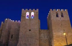 Vista delantera de la iglesia de la abadía del vencedor del santo fundada en V c , visión actual desde 1200 foto de archivo libre de regalías