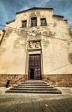 Vista delantera de la iglesia de San Micaela en Alghero Fotos de archivo libres de regalías