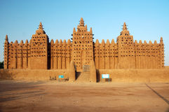 Vista delantera de la mezquita del fango de Djenne foto de archivo