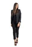 Vista delantera de la mirada que camina bronceada atractiva magnífica de la mujer de negocios lejos Fotos de archivo