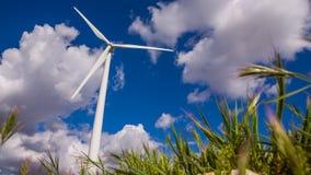 Vista delantera de la turbina de viento metrajes