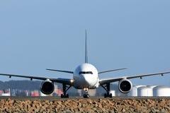 Vista delantera de los aviones de jet en cauce fotografía de archivo