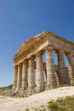 Vista delantera de Segesta del templo del griego clásico Fotografía de archivo libre de regalías