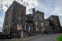Vista delantera de Stirling Old Town Jail escénico que construye estilo medieval Imagen de archivo libre de regalías