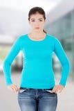 Vista delantera de un adolescente caucásico femenino joven triste Foto de archivo libre de regalías