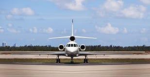 Vista delantera de un jet privado Imagenes de archivo