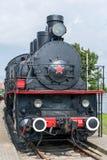 Vista delantera de una locomotora de vapor pasada de moda foto de archivo libre de regalías