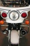 Vista delantera de una motocicleta de la policía Imagenes de archivo