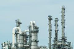 Vista delantera de una refinería de petróleo imagen de archivo libre de regalías