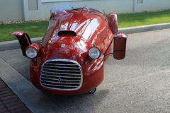 Vista delantera del coche de carreras de Ferrari del Oldtimer Foto de archivo
