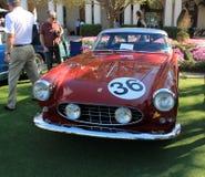 Vista delantera del coche de carreras italiano clásico Imagen de archivo libre de regalías