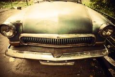 Vista delantera del coche viejo Fotos de archivo libres de regalías