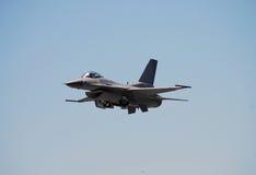 Vista delantera del F-16 Imagen de archivo