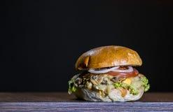 Vista delantera del hamburguer delicioso de las setas Foto de archivo libre de regalías