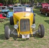 Vista delantera Ford del automóvil descubierto amarillo de 1938 Fotografía de archivo libre de regalías