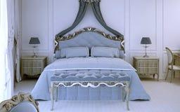 Vista delantera sobre cama matrimonial de lujo Imagenes de archivo