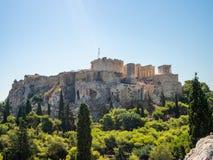 Vista dell'acropoli ateniese dal tempio dell'olimpionico Zeus, Grecia fotografia stock libera da diritti
