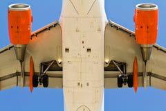 Vista dell'aeroplano da sotto Immagine Stock