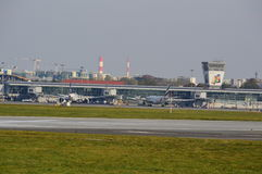 Vista dell'aeroporto di Okecie a Varsavia Immagini Stock Libere da Diritti