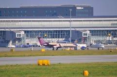 Vista dell'aeroporto di Okecie a Varsavia Fotografia Stock