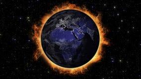 Vista dell'Africa e di Europa del pianeta della terra alla notte con la l urbana royalty illustrazione gratis