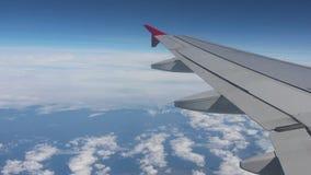 Vista dell'ala dell'aeroplano archivi video