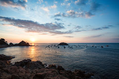 Vista dell'alba dalla scogliera in Tossa Del Mar Fotografia Stock