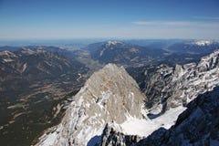 Vista dell'alta montagna di Zugspitze, Germania Fotografia Stock