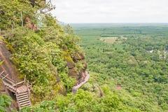 Vista dell'alta montagna vicino al villaggio Fotografie Stock