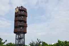 vista dell'alta torre della foresta di progetto nella città Tailandia Fotografia Stock Libera da Diritti