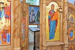 Vista dell'altare attraverso la porta aperta. Fotografia Stock Libera da Diritti