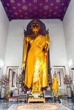 Vista dell'altare nel tempio buddista della Tailandia - il dio B Fotografie Stock