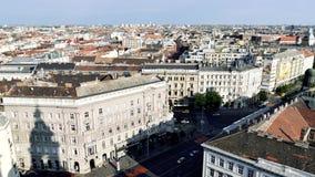 Vista dell'angolo alto del centro urbano di Budapest stock footage
