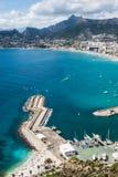 Vista dell'angolo alto del porticciolo in Calpe, Alicante, Spagna immagine stock
